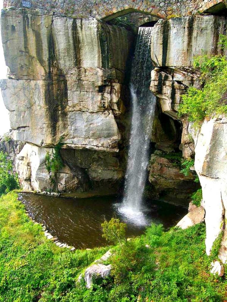 rock city GA falls.jpg